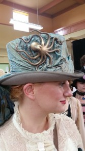 side view of Steampunk kraken top hat