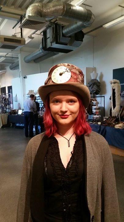 hat 3