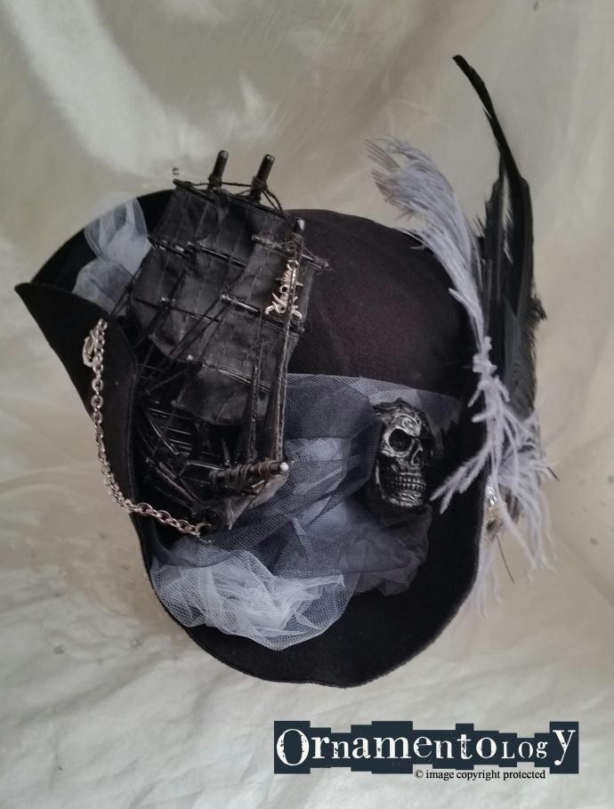 Black marauda tricorn front